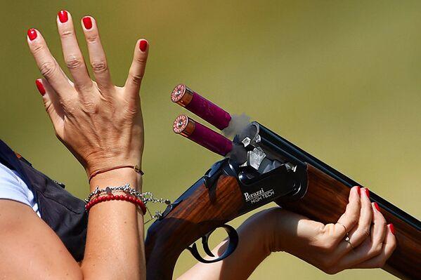 Участница квалификационного раунда по стендовой стрельбе из дробовика среди женщин на Европейских играх 2019 года в Минске  - Sputnik Беларусь