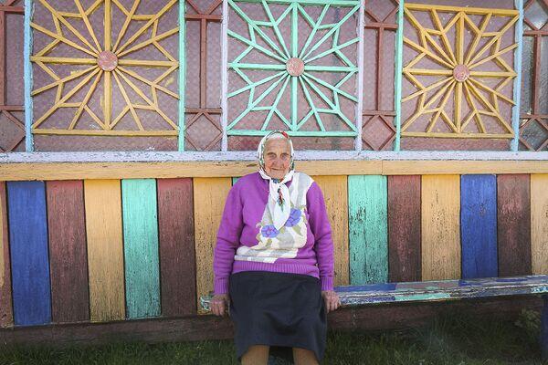 Певица, ткачиха, старейшая хранительница местных традиций Зося Григорьевна Кузьмич. - Sputnik Беларусь
