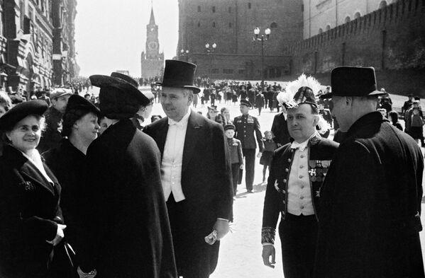 Иностранные гости, прибывшие на Парад Победы. Москва, 24 июня 1945 года. - Sputnik Беларусь