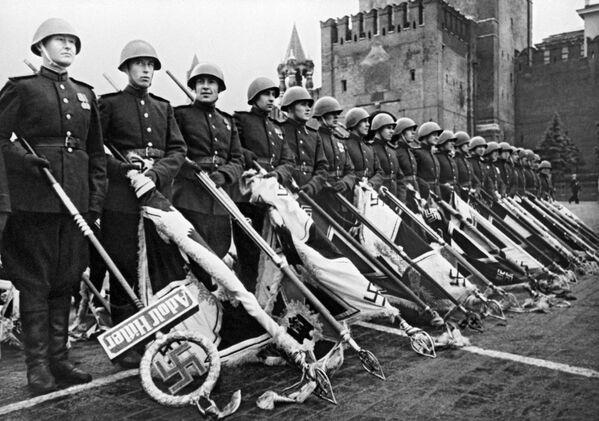 Парад Победы состоялся 24 июня 1945 года в ознаменование победы над Германией в Великой Отечественной войне на Красной площади в Москве. - Sputnik Беларусь
