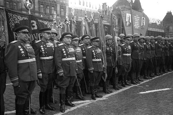 Воины 3-го Белорусского фронта на Параде Победы на Красной площади 24 июня 1945 года. - Sputnik Беларусь
