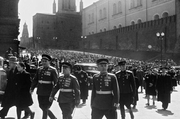 Военачальники на Красной площади 24 июня 1945 года. - Sputnik Беларусь