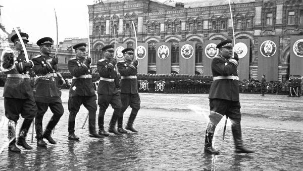 Парад 1945-га: як адзначылі Перамогу ў Вялікай Айчыннай на Чырвонай плошчы - Sputnik Беларусь