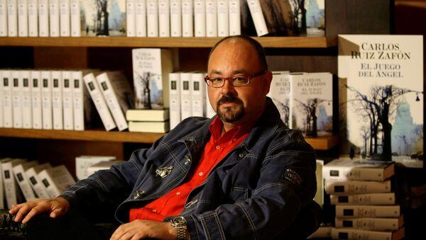 Испанский писатель Карлос Руис Сафон - Sputnik Беларусь