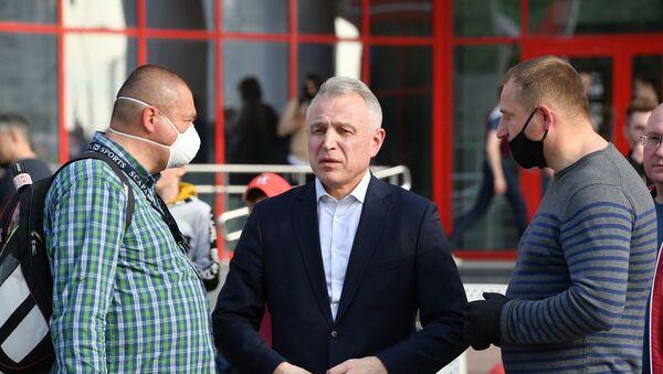 Руководитель инициативной группы Лукашенко Михаил Орда на пикете у ТЦ Дана-Молл - Sputnik Беларусь
