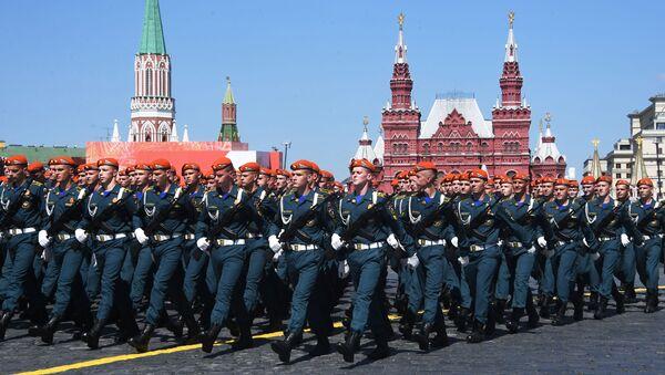 Военнослужащие парадных расчетов во время военного парада Победы на Красной площади - Sputnik Беларусь
