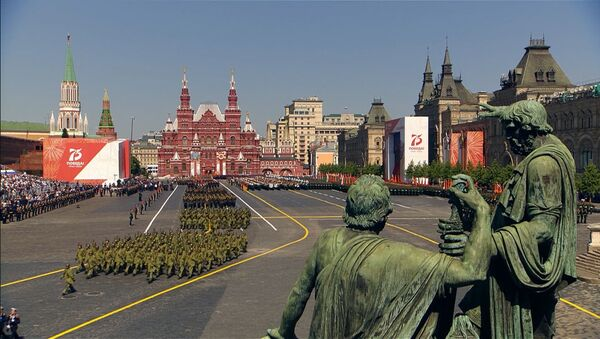 Видеофакт: военные расчеты стран СНГ прошли на параде в Москве - Sputnik Беларусь