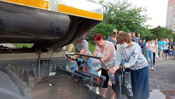 Цистерна с водой на улице Шаранговича - Sputnik Беларусь
