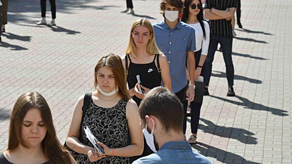 Среди участников ЦТ также и прошлогодние стобалльники, которые решили сменить факультет - Sputnik Беларусь