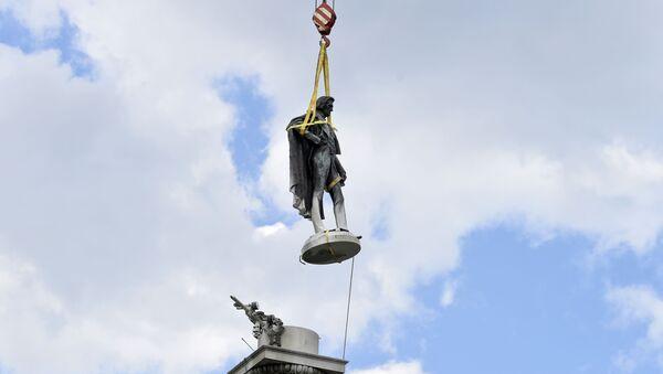 Статуя бывшего вице-президента США и защитника рабства Джона К. Кэлхуна  - Sputnik Беларусь