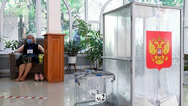 Галасаванне па ўнясенні паправак у Канстытуцыю РФ у гарадах Расіі - Sputnik Беларусь