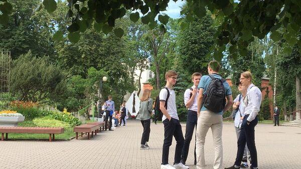 Многие абитуриенты признаются, что к ЦТ готовы и некоторые задания уже даже наизусть выучили - Sputnik Беларусь