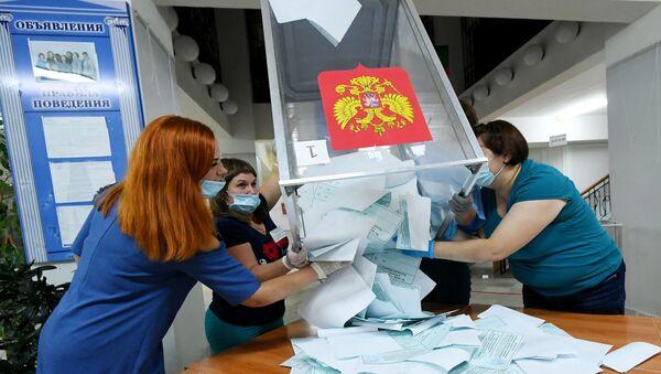 Падлік галасоў па выніках галасавання па папраўках у Канстытуцыю РФ - Sputnik Беларусь