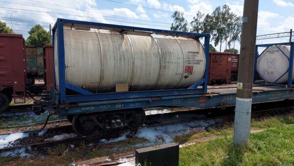 Спасатели ликвидировали утечку едкого натрия из цистерны в Смолевичах - Sputnik Беларусь