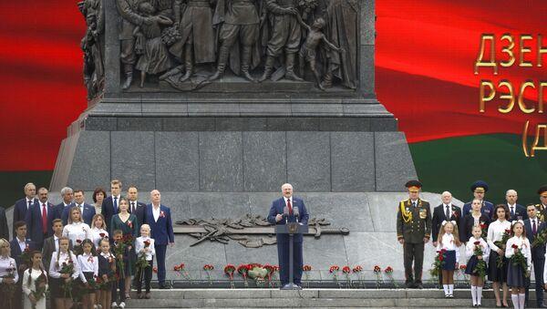 Президент Беларуси Александр Лукашенко на торжественной церемонии, приуроченной ко Дню Независимости - Sputnik Беларусь