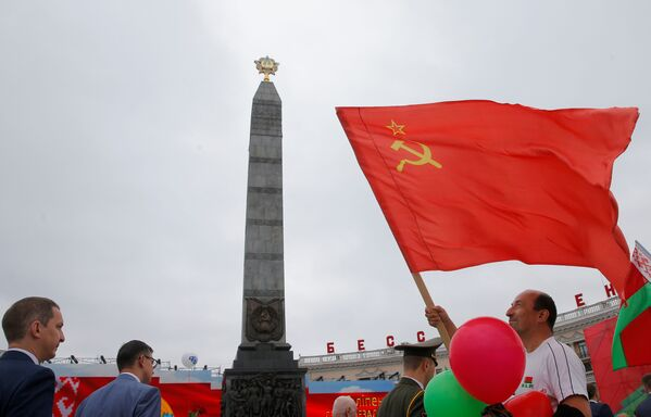 Главные праздничные мероприятия развернулись в самом центре Минска - на Площади Победы - Sputnik Беларусь