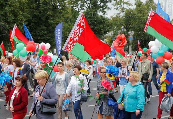 Праздничные мероприятия открыло патриотическое шествие Беларусь помнит - Sputnik Беларусь