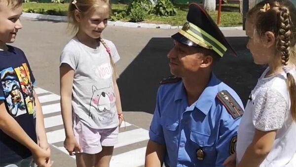 Видео: Для чего ГАИ начала делать дорожную разметку в детских садах? - Sputnik Беларусь