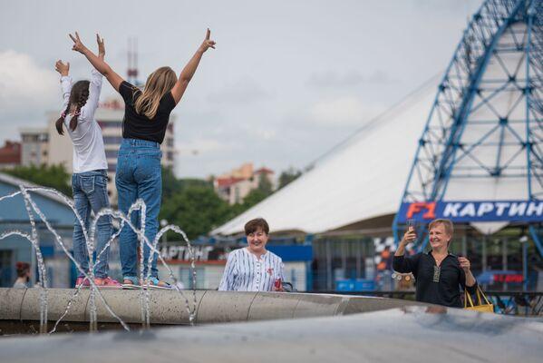 Во всех районах столицы развернулись праздничные площадки, но самая большая в центре - у Дворца спорта - Sputnik Беларусь