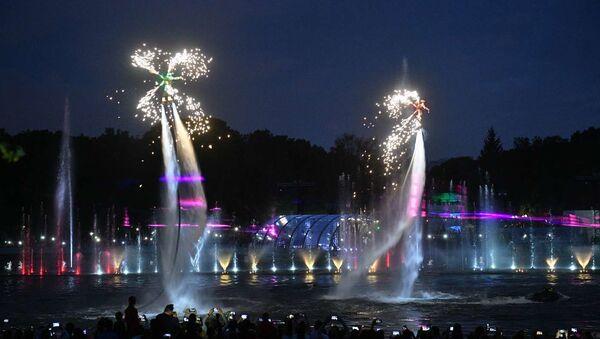 Светомузыкальный фонтан на Свислочи в парке имени Янки Купалы - Sputnik Беларусь