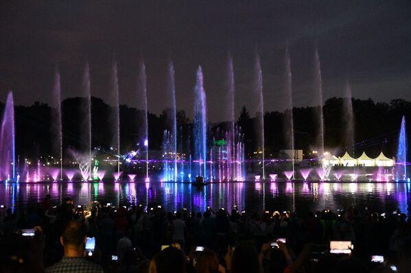 Говоря о фонтане, президент Беларуси Александр Лукашенко назвал его инновационным  - Sputnik Беларусь