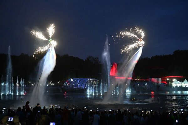 Одним из главных событий праздника стало открытие фонтана на Свислочи - Sputnik Беларусь