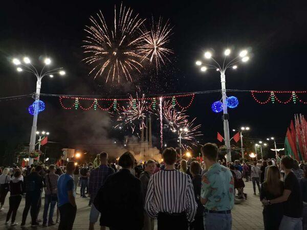 Салют на 3 июля в Витебске - Sputnik Беларусь