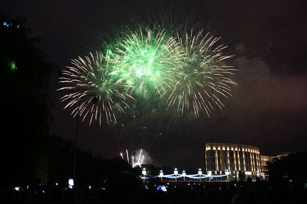 Кульминацией праздника стал красочный салют - Sputnik Беларусь