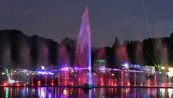 Набережная заиграла новыми красками: в Минске открыли мультимедийный фонтан - Sputnik Беларусь