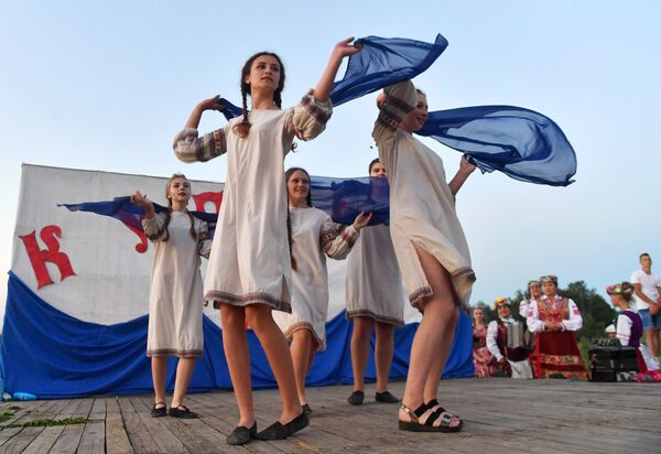 Купалье на берегу Припяти в Турове - Sputnik Беларусь