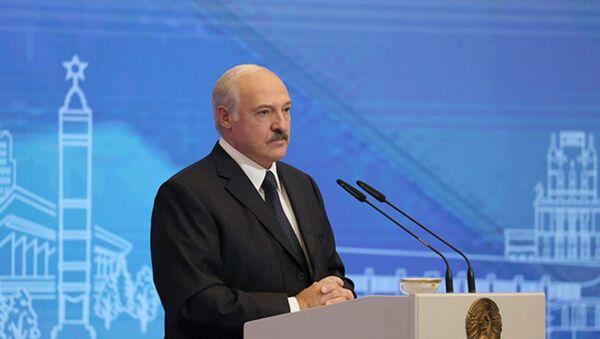 Лукашэнка: мы павінны зрабіць новую Канстытуцыю - Sputnik Беларусь