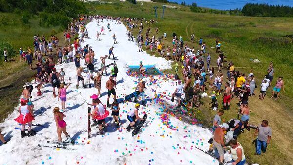 Готовь лыжи летом: горнолыжная трасса в разгар лета - Sputnik Беларусь